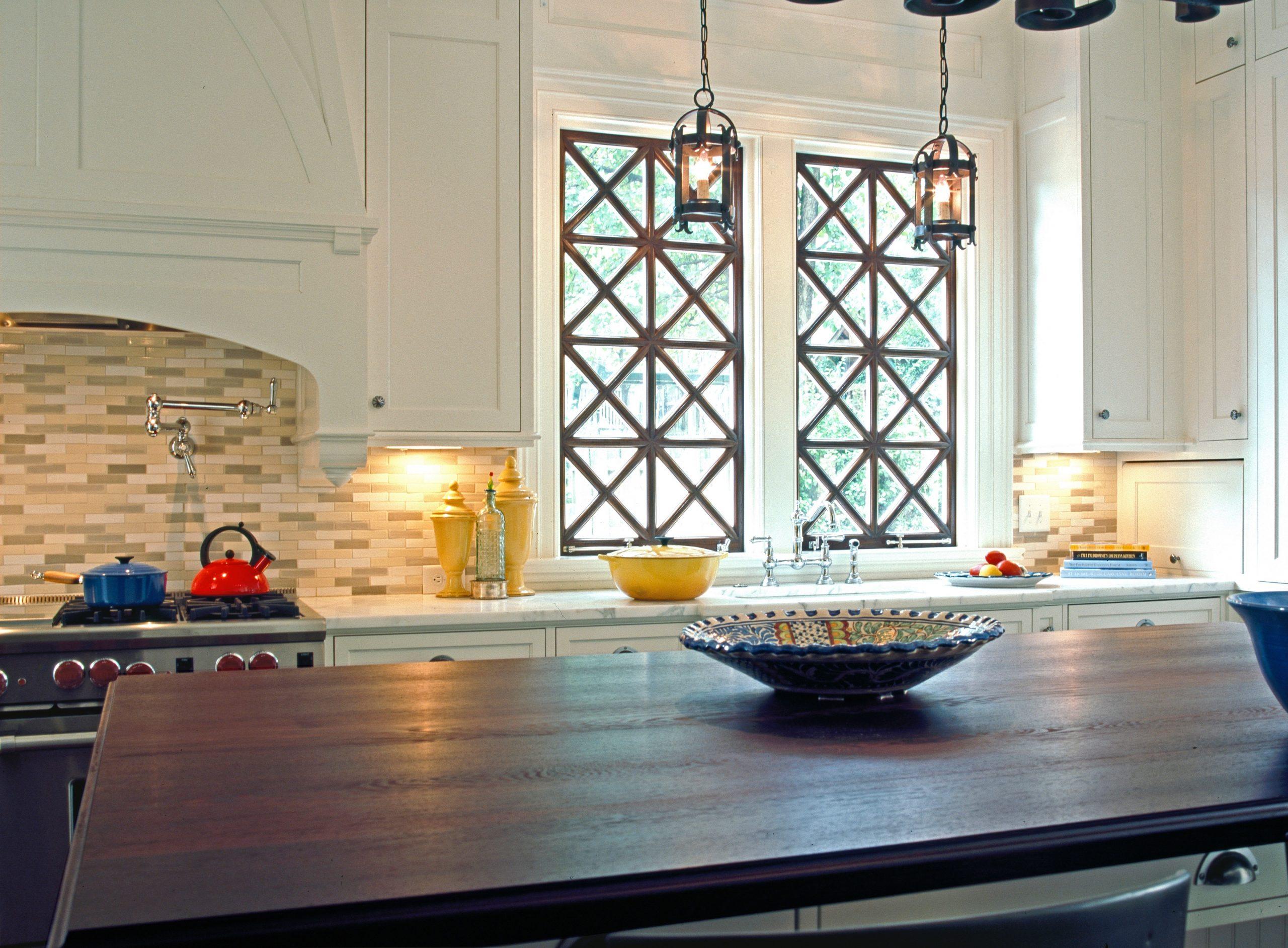 4 M kitchen over island to windows